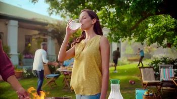 Tropicana TV Spot, 'Sunny Moment's Song by The Hot Damns - Thumbnail 6