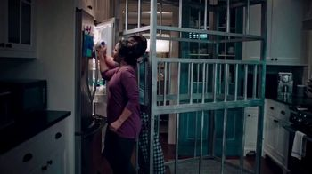 GEICO TV Spot, 'Discovery Channel: Shark Week: Get Yourself a Cage' - Thumbnail 6
