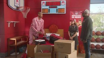 Wendy's Honey Butter Chicken Biscuit TV Spot, 'Reggie Renews His Lease' Featuring Reggie Miller - Thumbnail 6