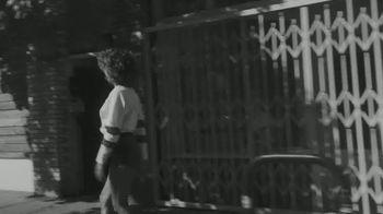 White Claw Hard Seltzer TV Spot, 'Patinar' canción de Zach Said [Spanish] - Thumbnail 2