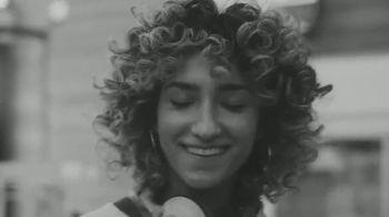 White Claw Hard Seltzer TV Spot, 'Patinar' canción de Zach Said [Spanish] - Thumbnail 5
