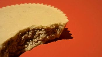 Reese's Peanut Butter Lovers TV Spot, 'Weird' - Thumbnail 7