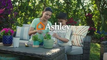 Ashley HomeStore The Big Deal Event TV Spot, '10% adicional y interés especial' [Spanish]