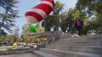 Candy Crush Saga TV Spot, 'Evergreen Generic' canción de Dean Martin [Spanish] - Thumbnail 1