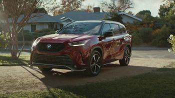 2021 Toyota Highlander TV Spot, 'Don't Mention It' [T2] - Thumbnail 2
