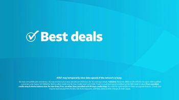 AT&T Wireless TV Spot, 'Lily Rotating Sign + Free Samsung Galaxy S21 5G' - Thumbnail 6