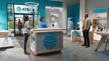 AT&T Wireless TV Spot, 'Lily Rotating Sign + Free Samsung Galaxy S21 5G' - Thumbnail 4