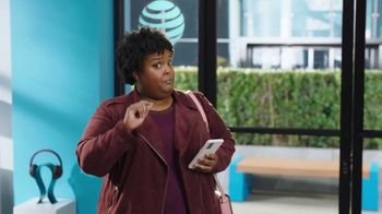 AT&T Wireless TV Spot, 'Lily Rotating Sign + Free Samsung Galaxy S21 5G' - Thumbnail 5