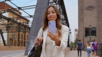 T-Mobile Magenta MAX TV Spot, 'Get Out There: Phone 12 On Us' [Spanish]