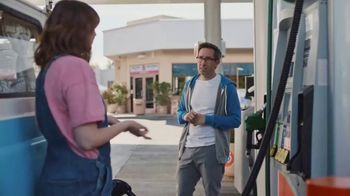 76 Gas Station TV Spot, 'Jean and Gene's Awesome Adventure Road Trip: Fill Up' - Thumbnail 4