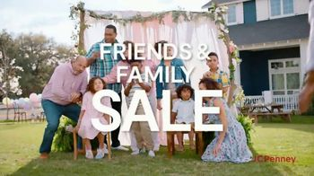 JCPenney Friends & Family Sale TV Spot, 'Fresh Looks for All' - Thumbnail 2