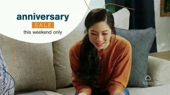 Ashley HomeStore Anniversary Sale TV Spot, 'This Weekend: 25% Off' - Thumbnail 2