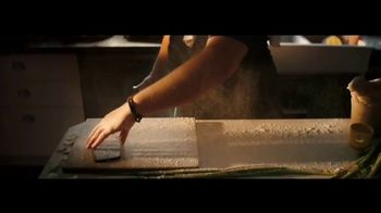 Apple iPhone 12 TV Spot, 'Cocinero' canción de Naïka [Spanish] - Thumbnail 4
