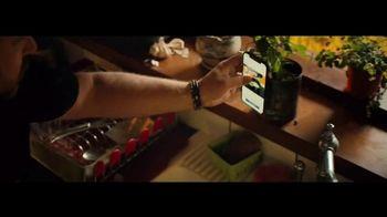 Apple iPhone 12 TV Spot, 'Cocinero' canción de Naïka [Spanish] - Thumbnail 7