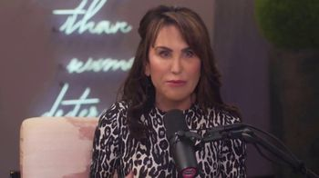 I've Got A Secret! With Robin McGraw TV Spot, 'June Diane Raphael' - Thumbnail 7