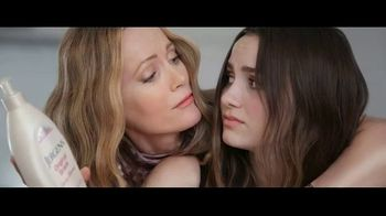Jergens TV Spot, 'Dust Bowl Elbows: Hydrating Coconut' Featuring Leslie Mann, Maude Apatow - Thumbnail 6