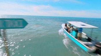 Corona Hard Seltzer TV Spot, 'Hola Beach Hunt' canción de Pete Rodriguez  [Spanish] - Thumbnail 2