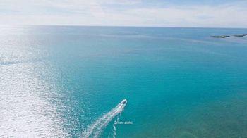 Corona Hard Seltzer TV Spot, 'Hola Beach Hunt' canción de Pete Rodriguez  [Spanish] - Thumbnail 3