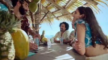 Corona Hard Seltzer TV Spot, 'Hola Beach Hunt' canción de Pete Rodriguez  [Spanish] - Thumbnail 4