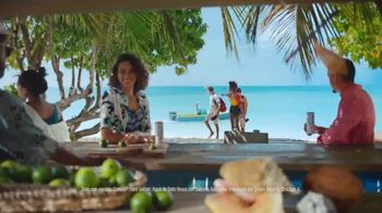 Corona Hard Seltzer TV Spot, 'Hola Beach Hunt' canción de Pete Rodriguez  [Spanish] - Thumbnail 7