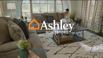 Ashley HomeStore Venta de Un Día TV Spot, 'Compra uno reciba uno: 25% de descuento'  [Spanish]