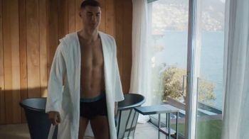 Therabody Theragun Pro TV Spot, 'CR7' Featuring Cristiano Ronaldo, Song by Kodaline - Thumbnail 10