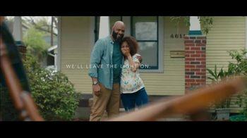 Motel 6 TV Spot, 'We'll Leave the Light on for Omar' - Thumbnail 8