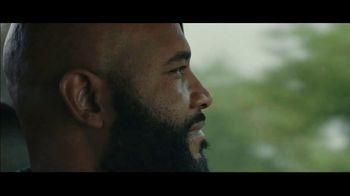 Motel 6 TV Spot, 'We'll Leave the Light on for Omar' - Thumbnail 6