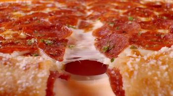 Little Caesars Pizza Pepperoni & Cheese Stuffed Crust TV Spot, 'Nueve pies de pepperoni' [Spanish] - Thumbnail 1