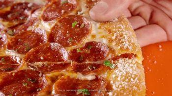 Little Caesars Pizza Pepperoni & Cheese Stuffed Crust TV Spot, 'Nueve pies de pepperoni' [Spanish] - Thumbnail 3