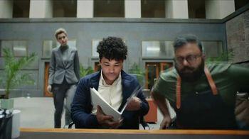 Apple iPhone TV Spot, 'Rastrear' canción de Delta 5 [Spanish] - Thumbnail 3