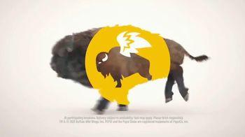 Buffalo Wild Wings TV Spot, 'Gather Around Great Bar Food' - Thumbnail 7