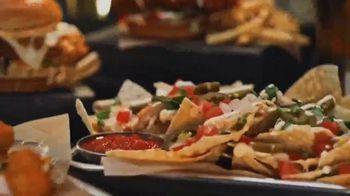 Buffalo Wild Wings TV Spot, 'Gather Around Great Bar Food' - Thumbnail 4
