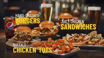 Buffalo Wild Wings TV Spot, 'Gather Around Great Bar Food' - Thumbnail 5