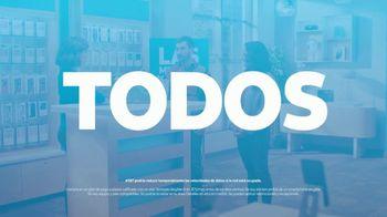AT&T Wireless TV Spot, 'Best Deals: camisa de la suerte' [Spanish] - Thumbnail 10