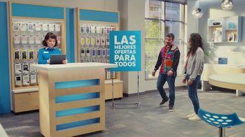 AT&T Wireless TV Spot, 'Best Deals: camisa de la suerte' [Spanish] - Thumbnail 2