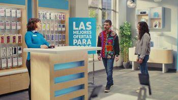 AT&T Wireless TV Spot, 'Best Deals: camisa de la suerte' [Spanish] - Thumbnail 6