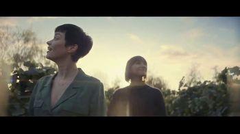 Expedia TV Spot, 'All By Myself: Stay Longer' Featuring Rashida Jones - Thumbnail 3