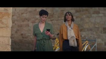 Expedia TV Spot, 'All By Myself: Stay Longer' Featuring Rashida Jones - Thumbnail 4