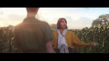 Expedia TV Spot, 'All By Myself: Stay Longer' Featuring Rashida Jones - Thumbnail 6