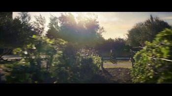 Expedia TV Spot, 'All By Myself: Stay Longer' Featuring Rashida Jones - Thumbnail 8