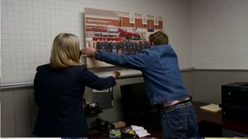 3M CLAW TV Spot, 'George to the Rescue: Upgrading Wall Decor' Featuring George Oliphant - Thumbnail 3