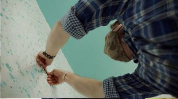 3M CLAW TV Spot, 'George to the Rescue: Upgrading Wall Decor' Featuring George Oliphant - Thumbnail 6