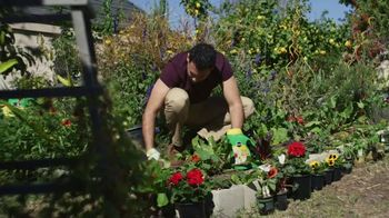 Miracle-Gro TV Spot, 'Miracle Gro Makes it Possible'