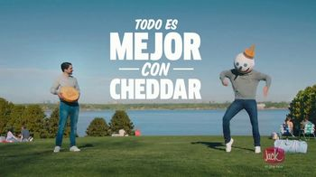 Jack in the Box Cheddar Biscuit Breakfast Sandwiches TV Spot, 'Todo es mejor con Cheddar' [Spanish] - Thumbnail 4