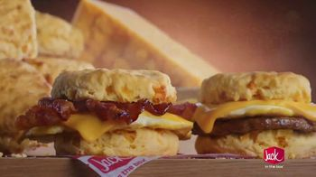 Jack in the Box Cheddar Biscuit Breakfast Sandwiches TV Spot, 'Todo es mejor con Cheddar' [Spanish] - Thumbnail 5