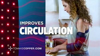 Tommie Copper TV Spot, 'Infrared and Red Light Therapy Devices: Save 25%' - Thumbnail 5