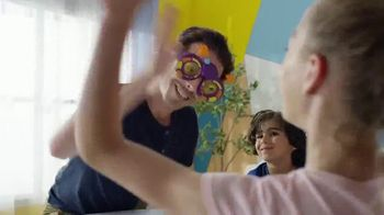 Googly Eyes Spin TV Spot, 'Make Your Head Spin' - Thumbnail 8