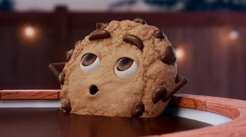 Chips Ahoy! TV Spot, 'Hot Tub: Chewy Hershey's Fudge Filled'