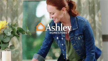 Ashley HomeStore Summer Closeout Sale TV Spot, '40% Off Outdoor Furniture: Rewards Card' - Thumbnail 3